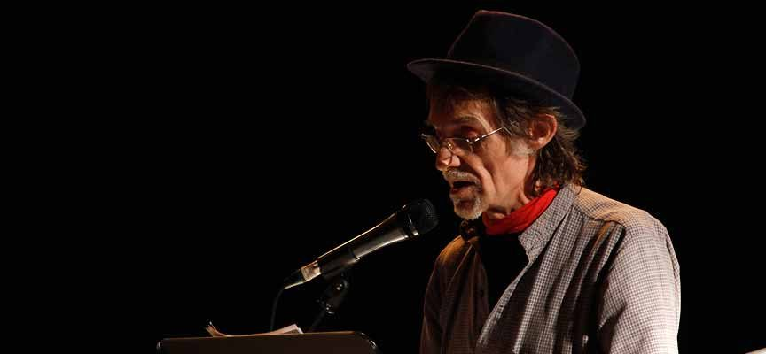 El poeta cuellarano Luis Sanz `Chanh´ presenta hoy su nuevo libro `Paisajes en Blanco´
