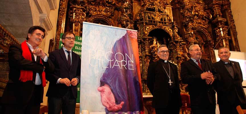 Representantes de la Fundación, la Junta, el Obispado y el Ayuntamiento al comienzo del acto.