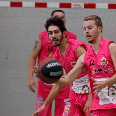 El equipo Cuéllar Basket inicia hoy una nueva etapa en la liga BasketVall