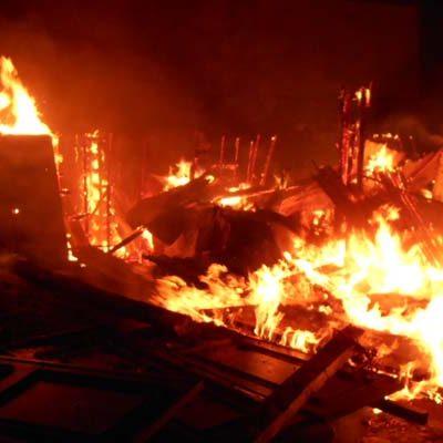 El incendio en una cuadra en Cuéllar se salda con un caballo muerto y cuatro con quemaduras