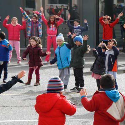 Los escolares de Cuéllar se suman al canto por Siria en el Día de la Paz