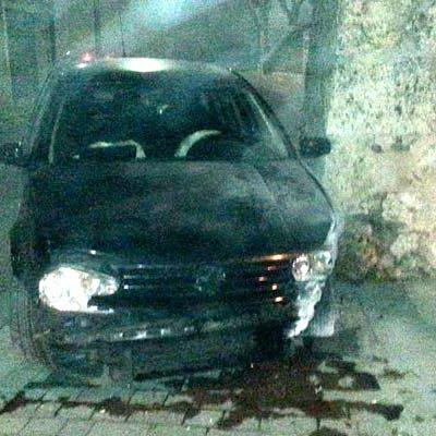 Detenido un conductor de 29 años por superar la tasa de alcoholemia tras sufrir un accidente en el barrio de El Salvador