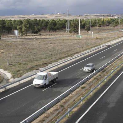 Tres jóvenes heridos en un accidente en la A-601 en Pinarejos