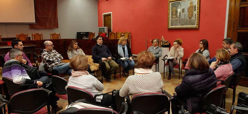 Participantes en el `Encuentro Ciudadano´ celebrado en Cuéllar.