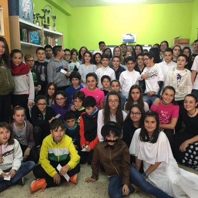 Los alumnos del IES Marqués de Lozoya fomentan la lectura entre los escolares de la villa