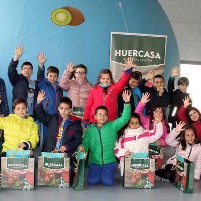 Más de un centenar de alumnos de San Gil y La Villa descubren las frutas y hortalizas con La Frutoteca de `5 al día´