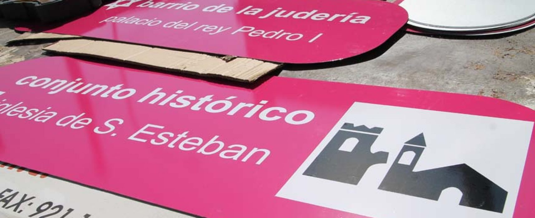 El Ayuntamiento renueva la señalización en las calles de la villa