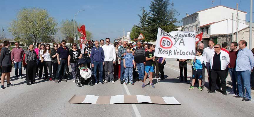 El PSOE exigirá en las Cortes pasos de peatones elevados en la travesía de Dehesa Mayor