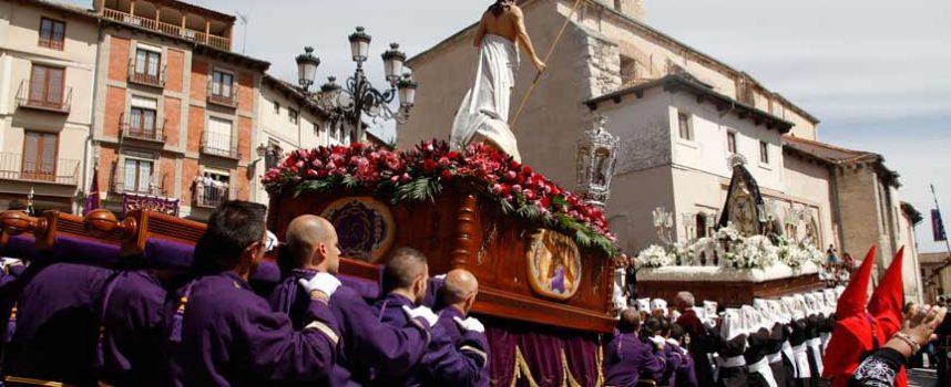 La procesión de El Encuentro pone el broche de oro a la Semana Santa cuellarana