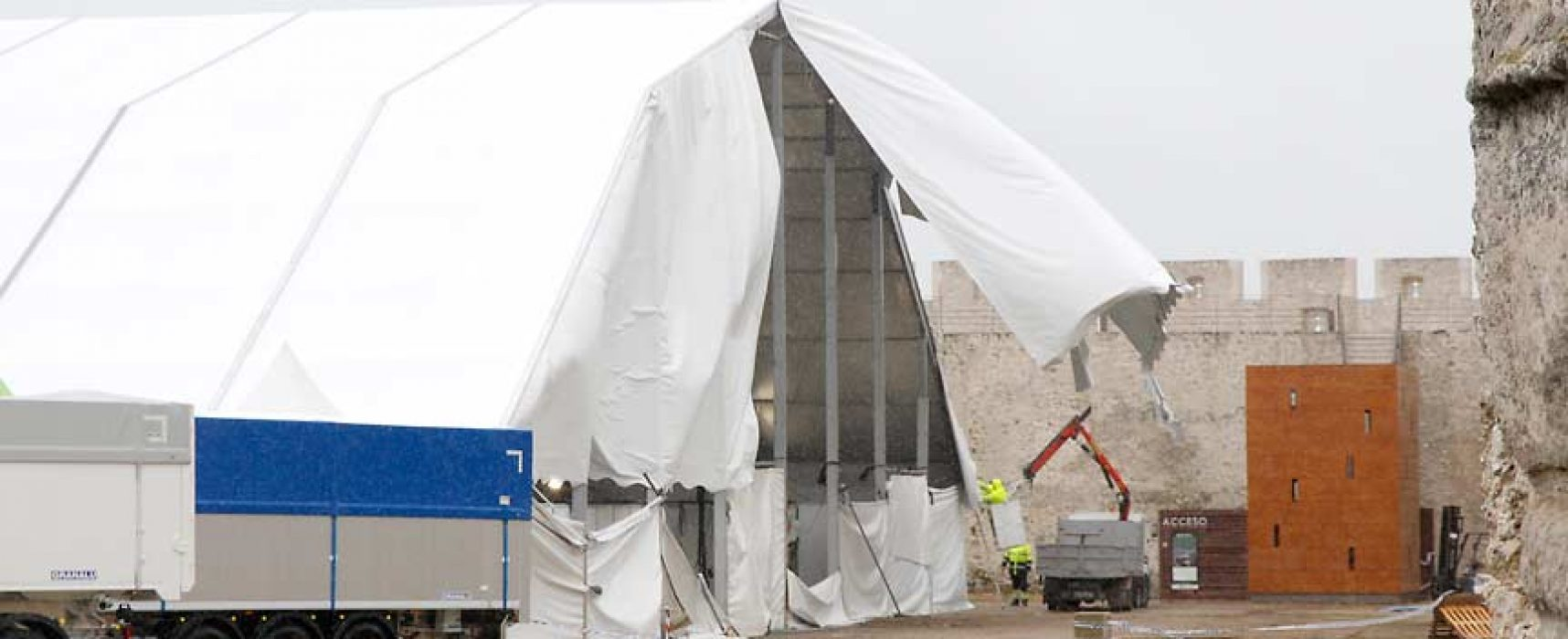 La carpa de la Feria de Cuéllar permanecerá hoy cerrada por la rotura de dos vigas de su estructura por las fuertes rachas de viento