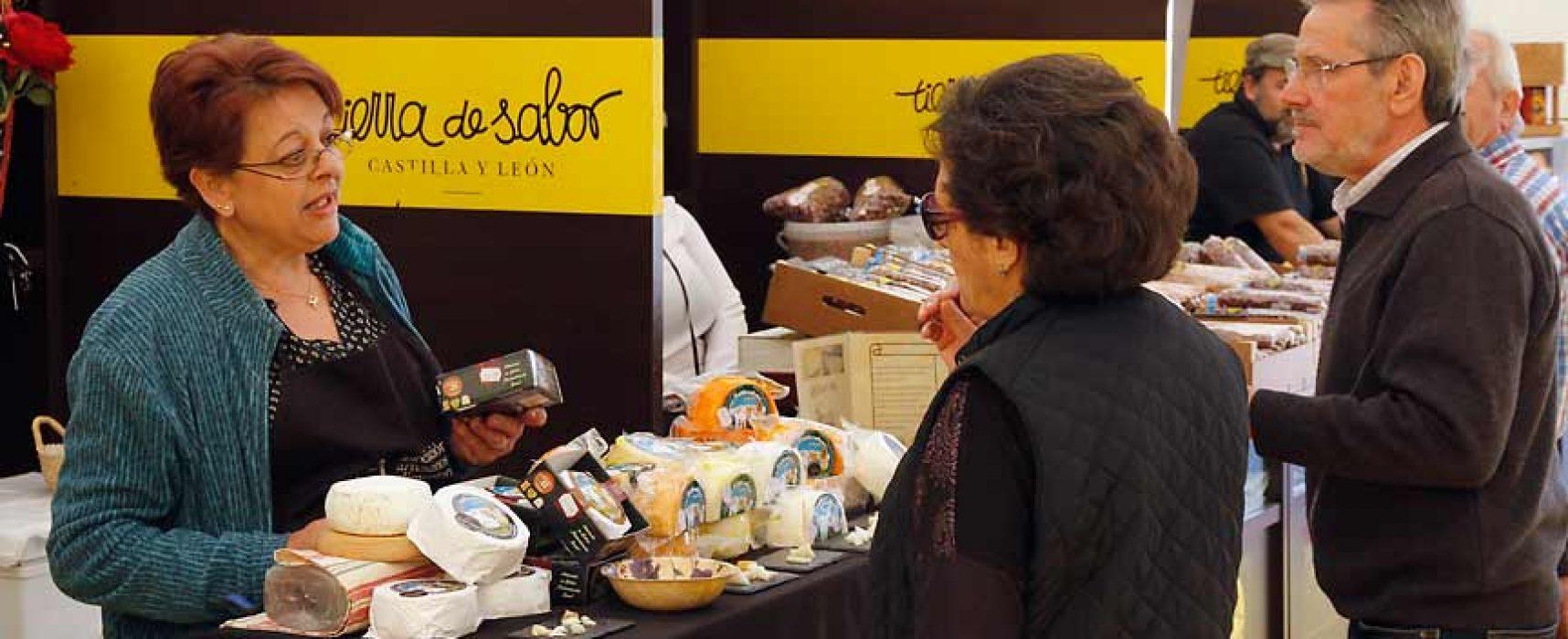 Quince artesanos ofrecen sus productos en la carpa Tierra de Sabor junto al Castillo