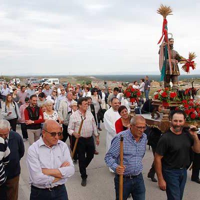 La imagen de San Isidro bendice los campos cuellaranos