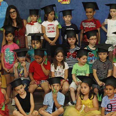 Fin de curso con graduaciones, actuaciones y fiesta de la espuma en el colegio San Gil