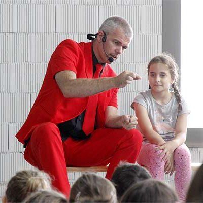 Luigi Ludus y su magia cantada llega a los colegios de Cuéllar