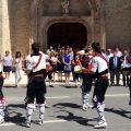 El alcalde y los danzantes Dionisio Pérez y Jorge Sanz reciben la declaración de la Octava del Corpus como Manifestación de Interés Cultural