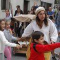 Espronceda y Zoraida guían una visita familiar por los rincones del centro de la villa