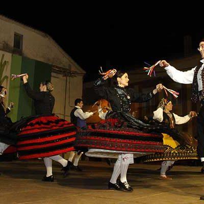 Ritmos castellanos y navarros en el XXXI Festival Folclórico del Ajo de Vallelado