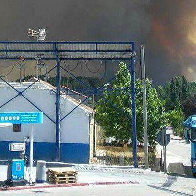 El incendio de Navalilla se reactiva y obliga a desalojar a los vecinos de Cobos de Fuentidueña