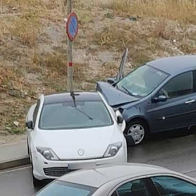 Accidente sin heridos en la calle Valdihuertos
