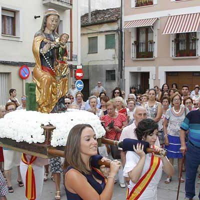 La virgen del Rosario lució restaurada en procesión