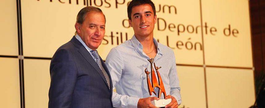 Carlos Baeza recibe el premio `Pódium´ al Mejor deportista promesa de la región