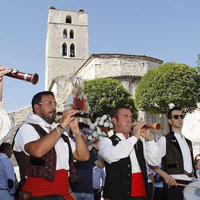 Danzas en honor a la virgen de La Palma en el día grande de las fiestas del barrio de El Salvador