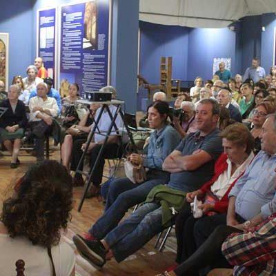 La jornada sobre Árias Dávila congregó a 150 personas en la iglesia de Aguilafuente