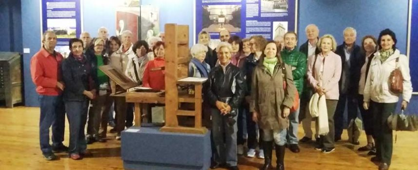 La Fundación de Amigos de la Biblioteca Nacional de España visita la exposición del Sinodal