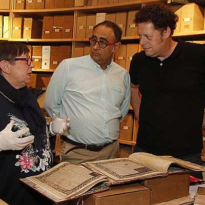 El archivo de la Casa Ducal de Alburquerque muestra sus fondos al exterior