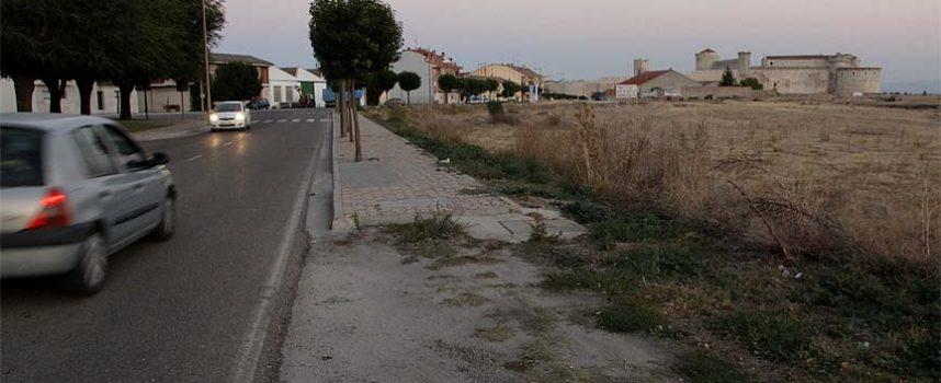 El Ayuntamiento construirá una acera en el margen izquierdo de la carretera de Olmedo