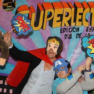 Alumnos, padres y profesores del CEIP San Gil se visten de superhéroes para celebrar el `Día de la Biblioteca´