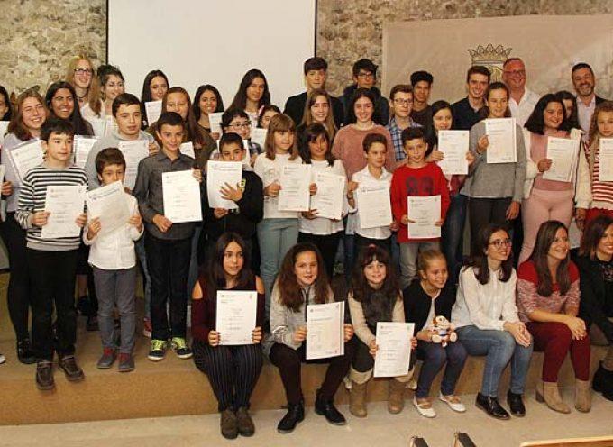 Medio centenar de alumnos de la comarca reciben sus títulos de Cambridge English