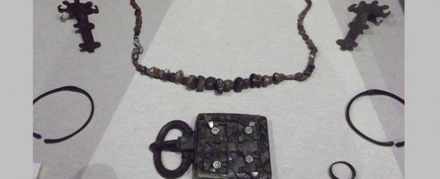 Aguilafuente expone piezas visigodas originales procedentes del yacimiento arqueológico de Santa Lucía