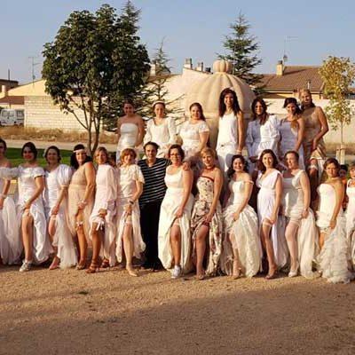 Treinta novias vistieron de boda Navas de Oro