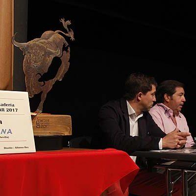 Yerbabuena recoge su trofeo a la Mejor Ganadería de los Encierros de 2017