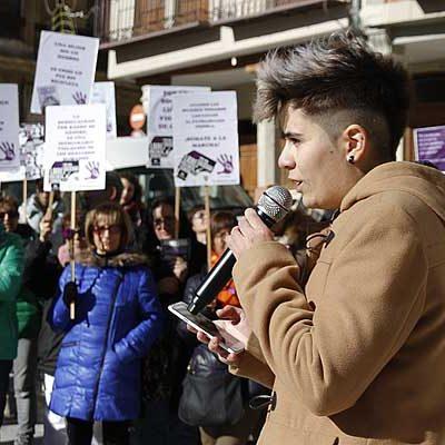 Más de un centenar de personas alzaron su voz en Cuéllar contra la violencia de género