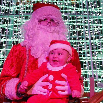 Papa Noel recibió a los más pequeños a ritmo de tambores