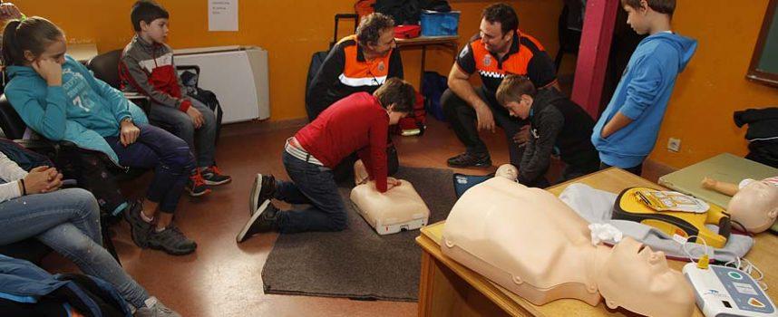 Protección Civil enseñó en la Casa Joven técnicas de reanimación cardiopulmonar