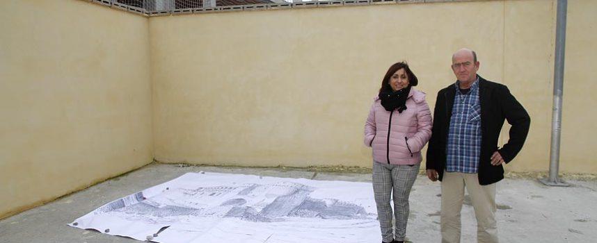 Litografías y esgrafiado segoviano decorarán el muro de Los Altos del Palacio, junto a San Martín