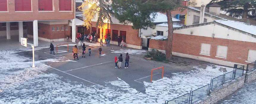 El temporal afecta a la asistencia a clase de los alumnos de la comarca y la nieve volverá mañana