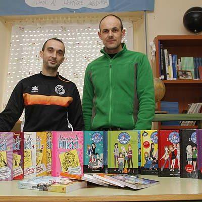 El Racing Cuéllar aumenta los fondos de la biblioteca del colegio La Villa