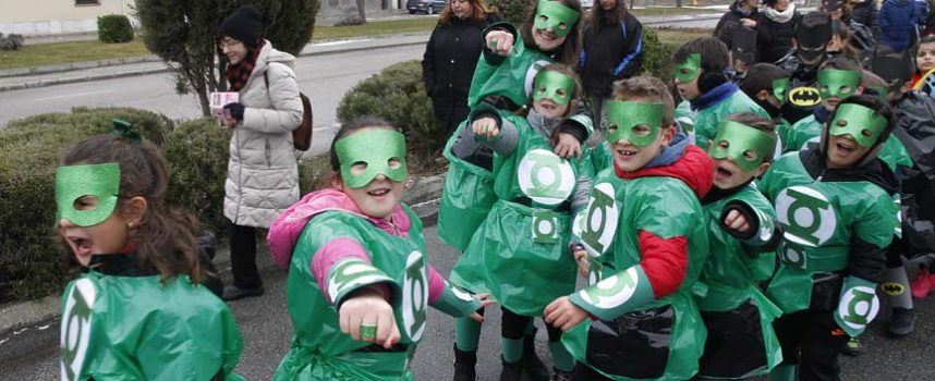 Música y color frente al frío en el carnaval de los colegios cuellaranos