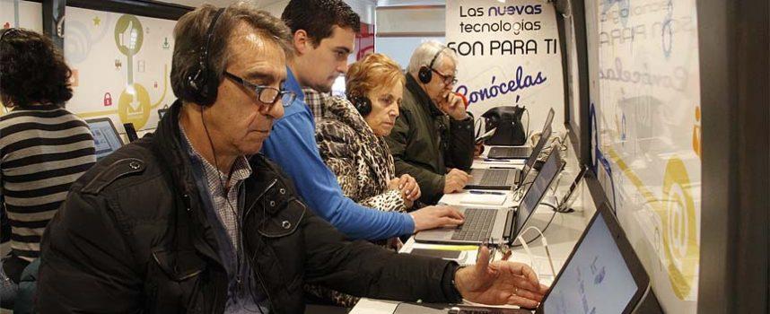 El Ciberbús formó en el uso de nuevas tecnologías a los cuellaranos