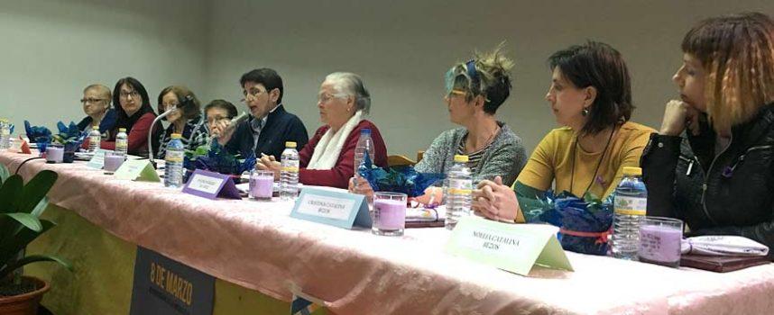 Mujeres de varias generaciones intercambian experiencias en el VII `Encuentro del Día de la Mujer´ en Navas de Oro