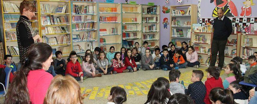 Los colegios cuellaranos celebran el `Día Mundial del Teatro´  con La Troupe de Feijoo