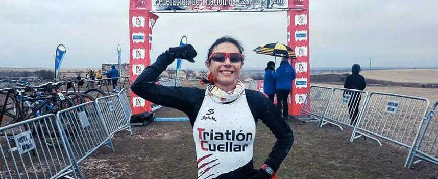 La cuellarana Marina Muñoz, campeona absoluta y junior de Castilla y León de Duatlon Cross