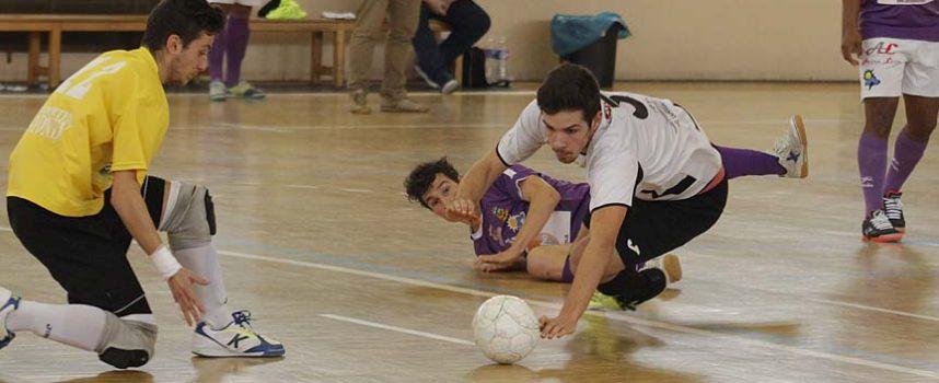 El Racing Cuéllar logra un empate ante La Bañeza a pesar de las decisiones arbitrales