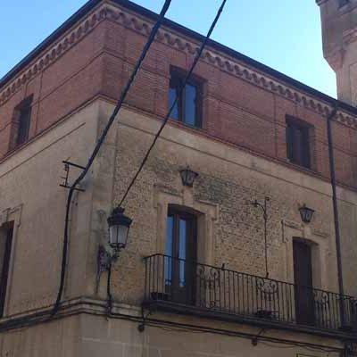La fachada del Ayuntamiento de Carbonero el Mayor se rehabilitará con ayuda de la Diputación