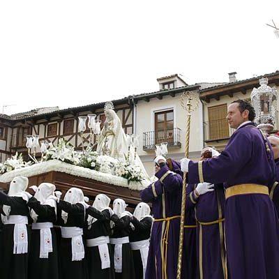 El Encuentro de La Soledad y el Resucitado despide la Semana Santa