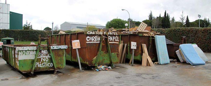 La concejalía de Medio Ambiente insta a comercios y empresas a depositar el papel y cartón en el Punto Limpio